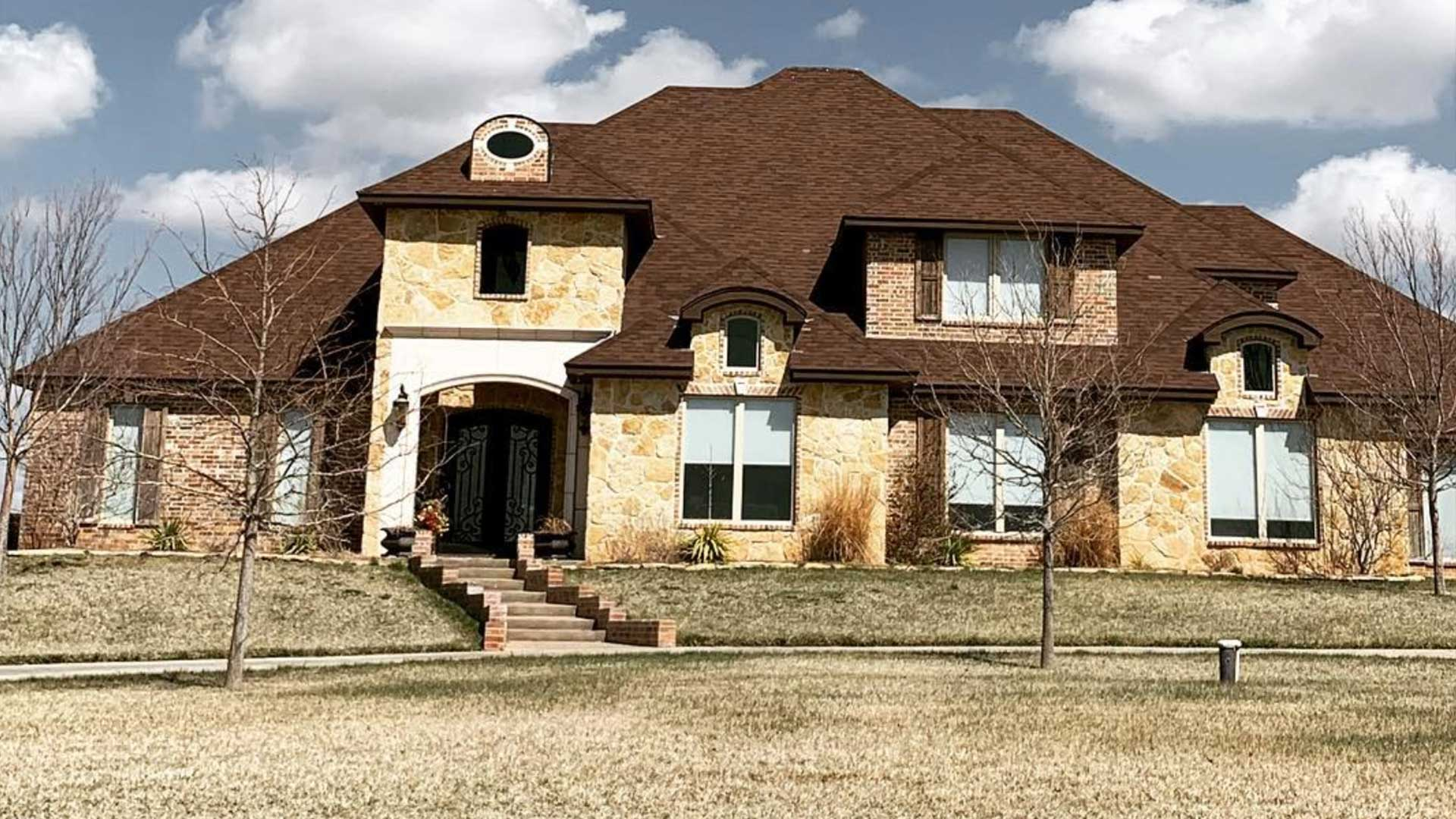 tascosa-roofing-house-brown-roof