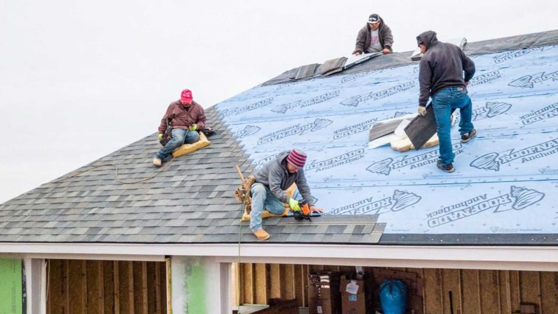 tascosa-roofing-workers